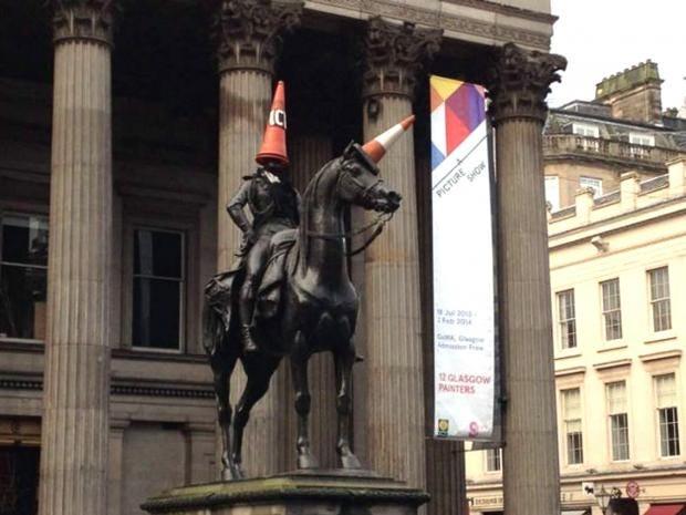 Duke-of-Wellington-statue-g.jpg