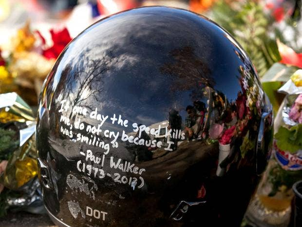 Paul-Walker-memorial-2_2.jpg