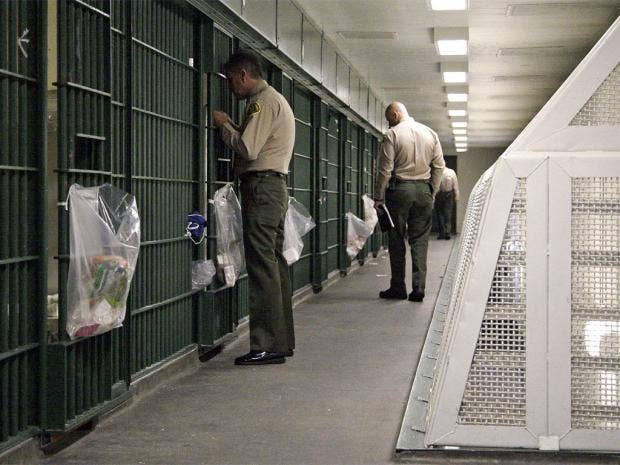 pg-34-la-prison-1-ap.jpg