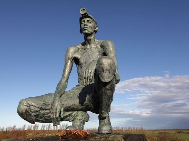 miners-memorial1-JS.jpg