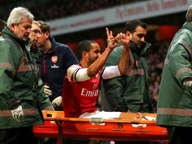 Theo-Walcott-stretcher.jpg