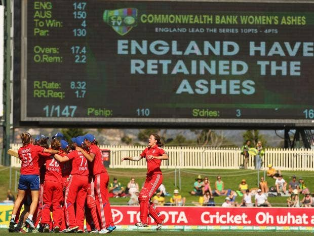 England-celebrate-after-win.jpg