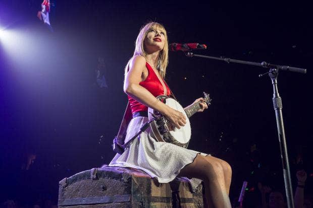Taylor-Swift-red_1.jpg