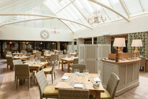 Oxford-Thames-Four-Pillars-Hotel_Conservatory_1.jpg