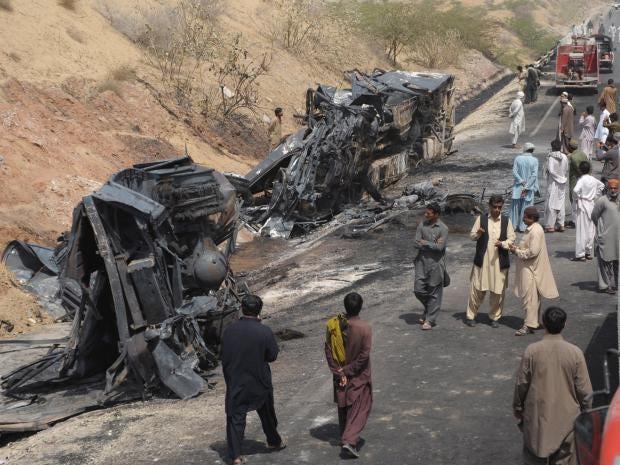 Pakistan-bus-crash.jpg