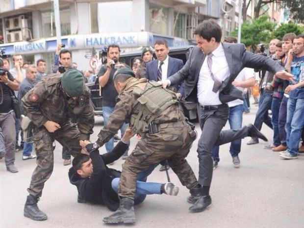 yusefprotesters.jpg