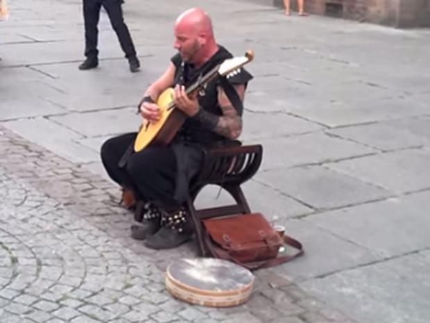 street-performer..jpg