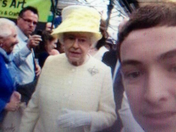 queen-selfie-twitter_1.jpg