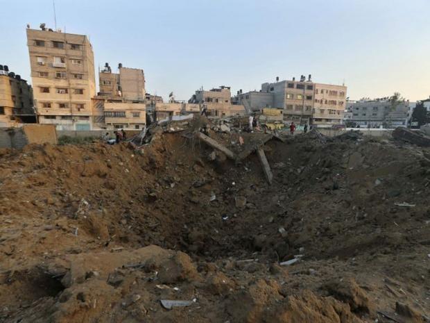 Gaza-crater-REUT.jpg