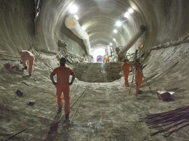 Tottenham-Court-Road-platform-tunnels-_143685.jpg