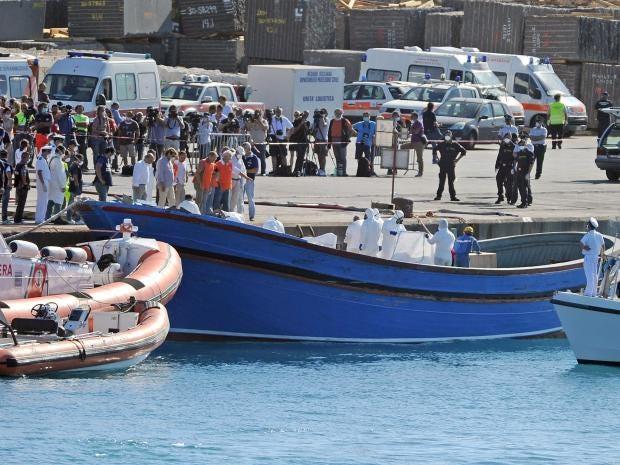 Migrant-boat-Italy.jpg