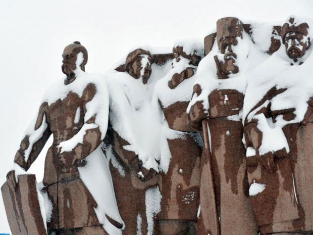 33-Statue-AFP.jpg