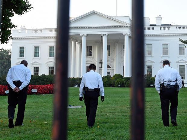 25-White-House-Fence-AP.jpg