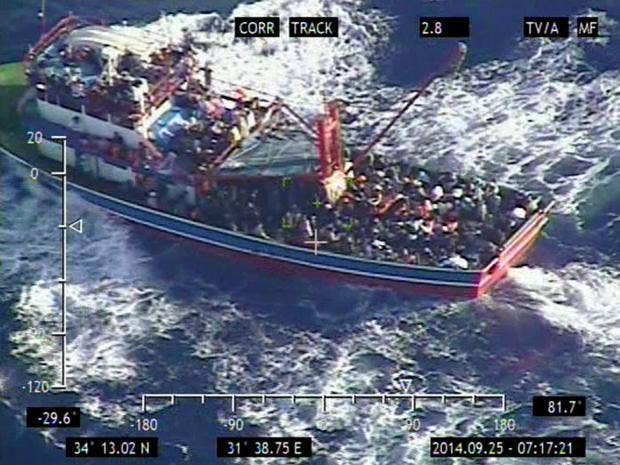 Immigrant_boat_cyprus_1.jpg