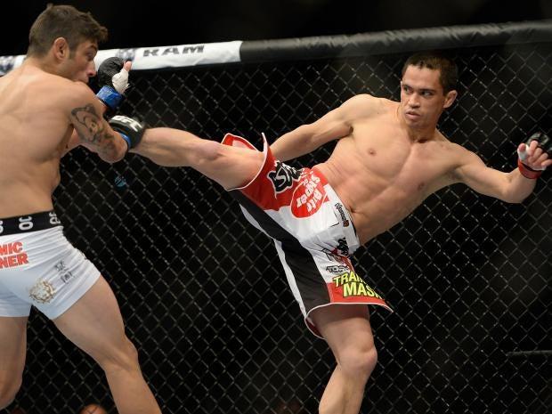 Chris-Cariaso-kicks-Danny-Martinez.jpg