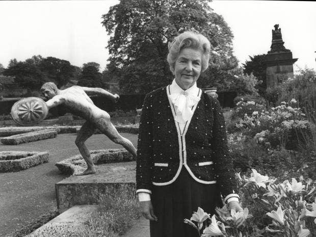 The_Duchess_Of_Devonshire_At_Chatsworth_House.jpg