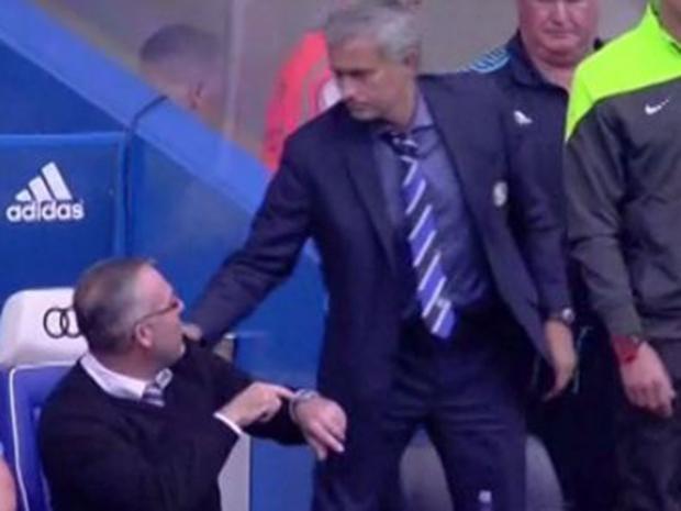 Mou-handshake.jpg