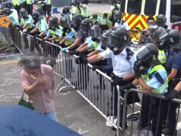 Hong-Kong-pepper-spray.jpg