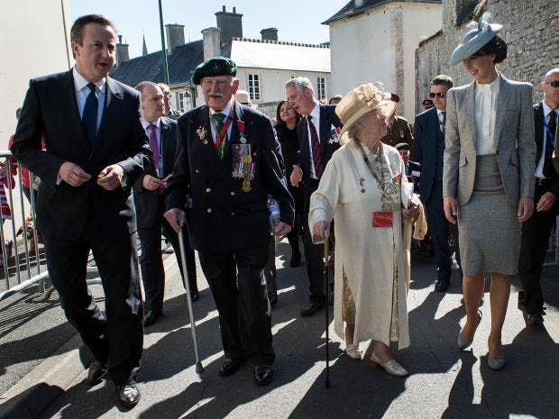 Cameron_with_pensioners.jpg