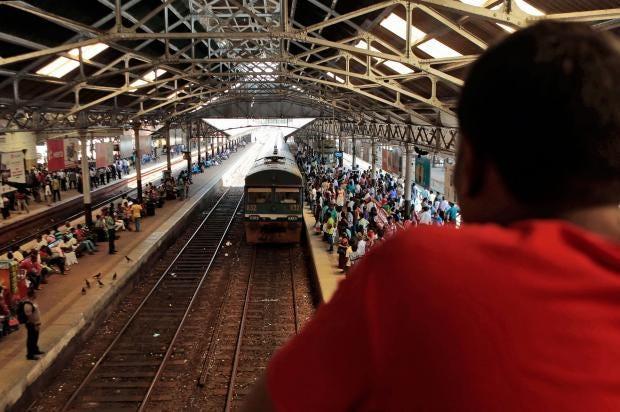 Sri-Lanka-train-Queen-of-Jaffna2.jpg