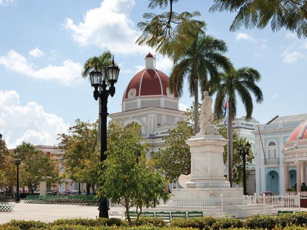 Plaza_Jose-Marti_cienfuegous_lo.jpg