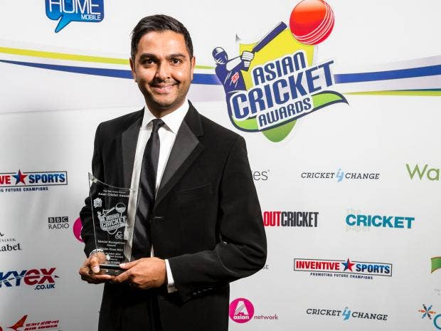 Wasim-Khan-winner-of-the-Founders-Special-Recognition-award-poses-with-the-trophy-during-the-Asian-Cricket-Awards-at-Lords.jpg