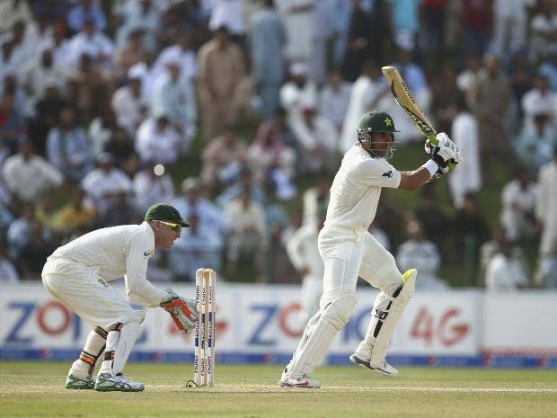 Misbah-ul-Haq-of-Pakistan-bats-during-Day-Two-of-the-Second-Test.jpg
