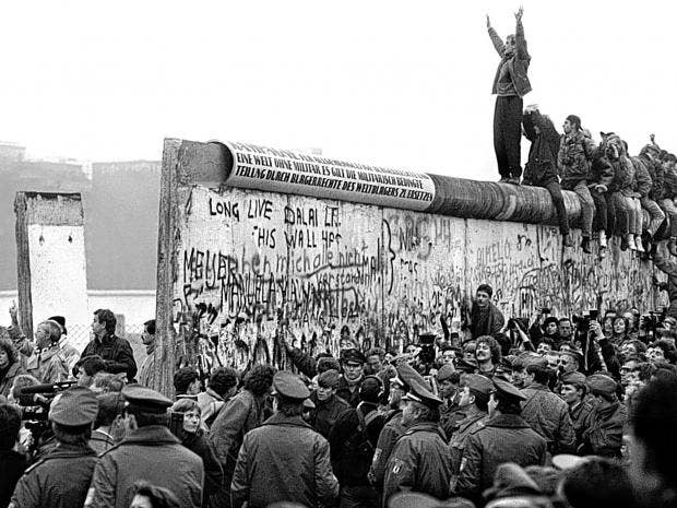 Fall Of The Berlin Wall The Hertha Football Fans Caught