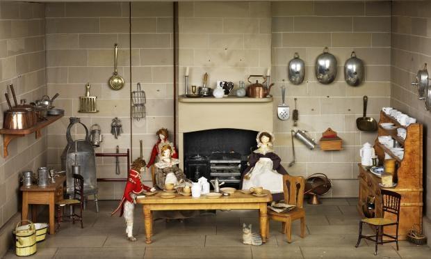 pg-35-dolls-houses-1-va.jpg