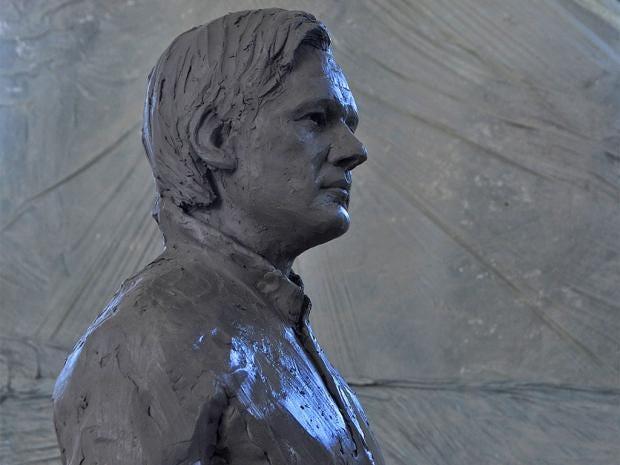 web-assange-statue-1.jpg