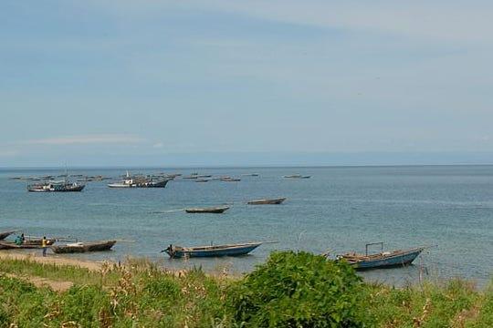 800px-Lake_Tanganyika_-_Flickr_-_Dave_Proffer_(1)_1.png