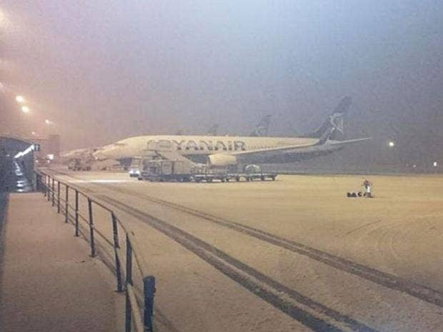 snow-liverpool-airport.jpg