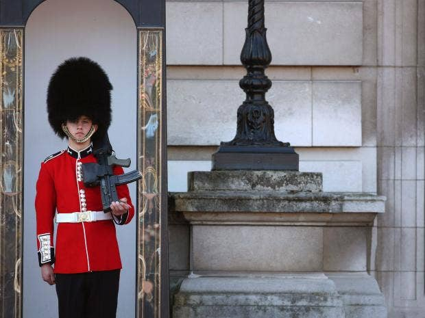 guards-queens-royal.jpg