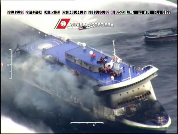 burned-ship-norman-atlantic.jpg