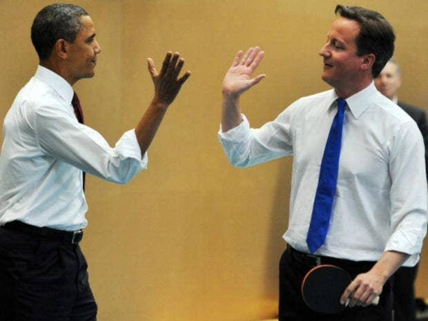 Cameron and Obama play table tennis in London school 2.jpg