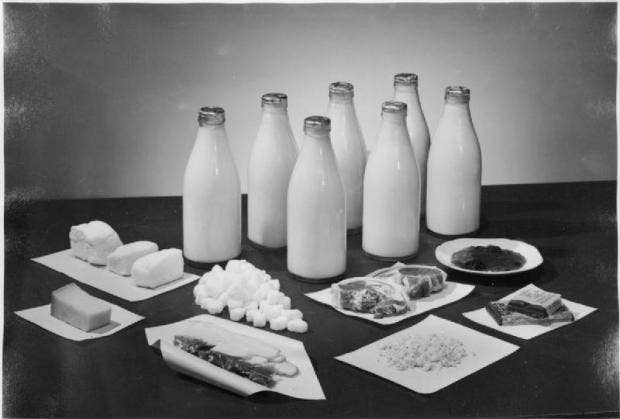 Weekly ration for two people, 1943 - Wikimedia_1.jpg