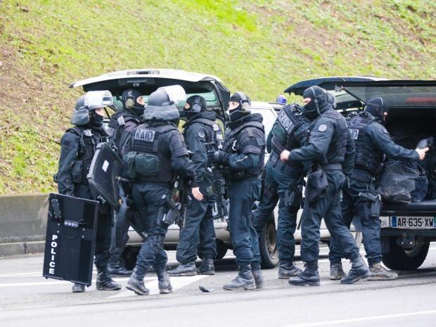 6-ParisPolice-PA.jpg