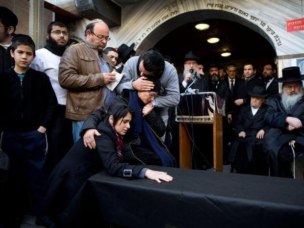 Jewish-victims--funeral-2.jpg