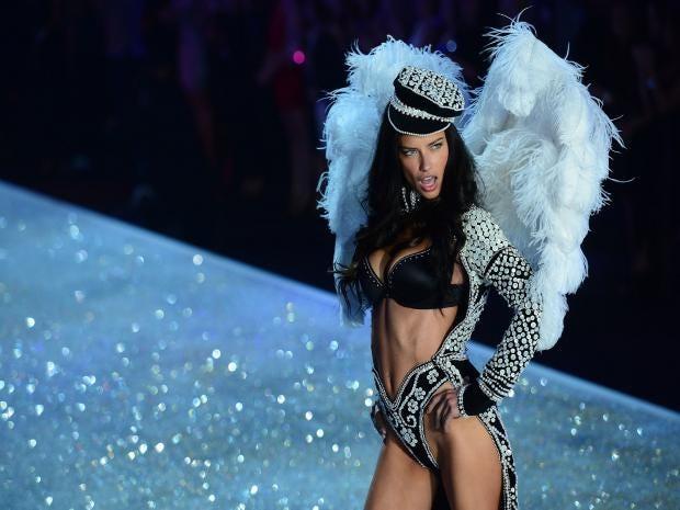 AdrianaLima-victoriassecret-superbowl.jpg