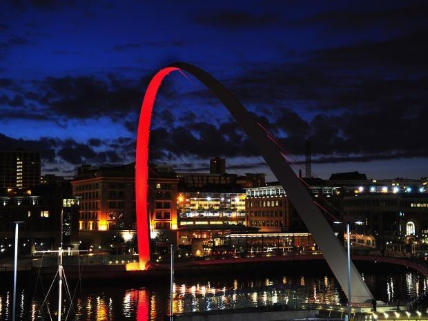 Millenium-Bridge-Newcastle.jpg