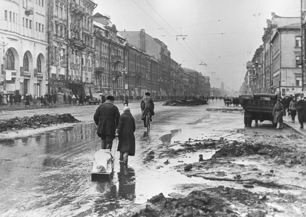 RIAN_archive_324_In_besieged_Leningrad.jpg