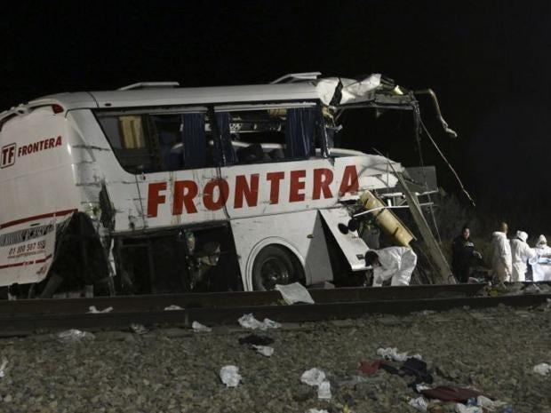 Transporte-Frontera-bus-crash-mexico-train.jpg