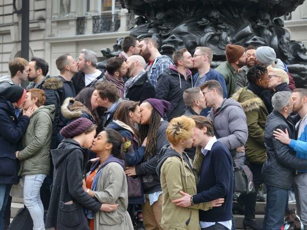 Kiss_Valentines_2-FINAL.jpg