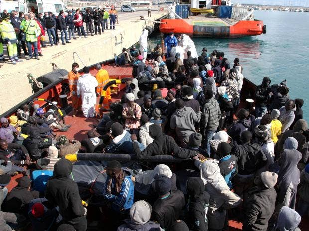 Migrants-AP.jpg