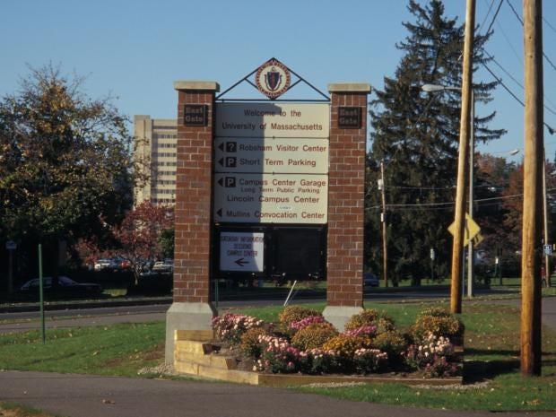 Welcome_Sign_UMass_Amherst.jpg