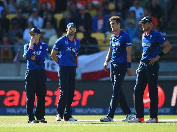 England-captain-Eoin-Morgan-talks-with-bowlers-James-Anderson,-Steven-Finn-and-Stuart-Broad.jpg