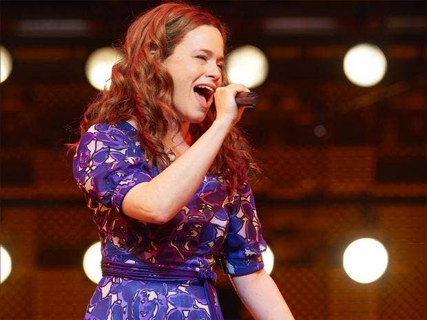 web-carole-king-musical-bm.jpg