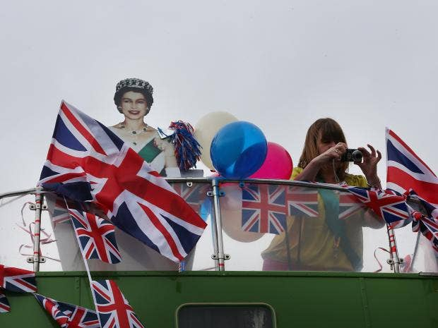 21-Queen-Bus-Jubilee-Get.jpg