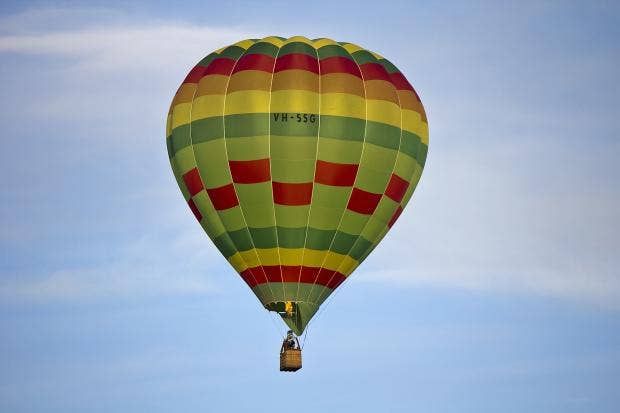 Hot_air_balloon_over_Leeton_(6).jpg