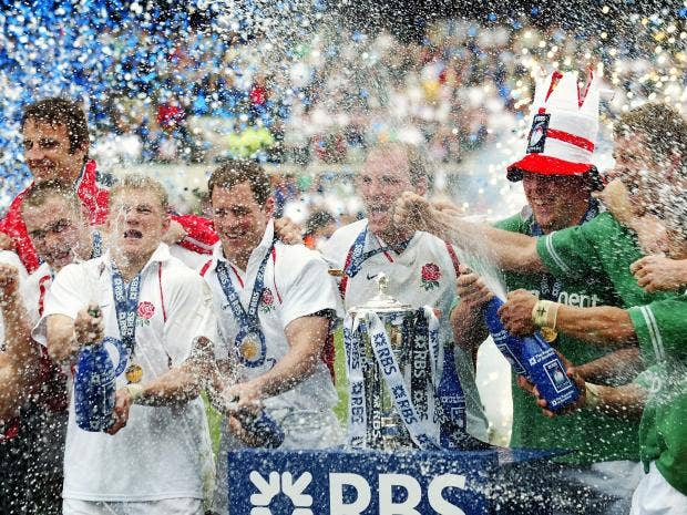 The-England-team-celebrate-after-winning-the-RBS-Six-Nations-Championship-match-between-Ireland-and-England.jpg